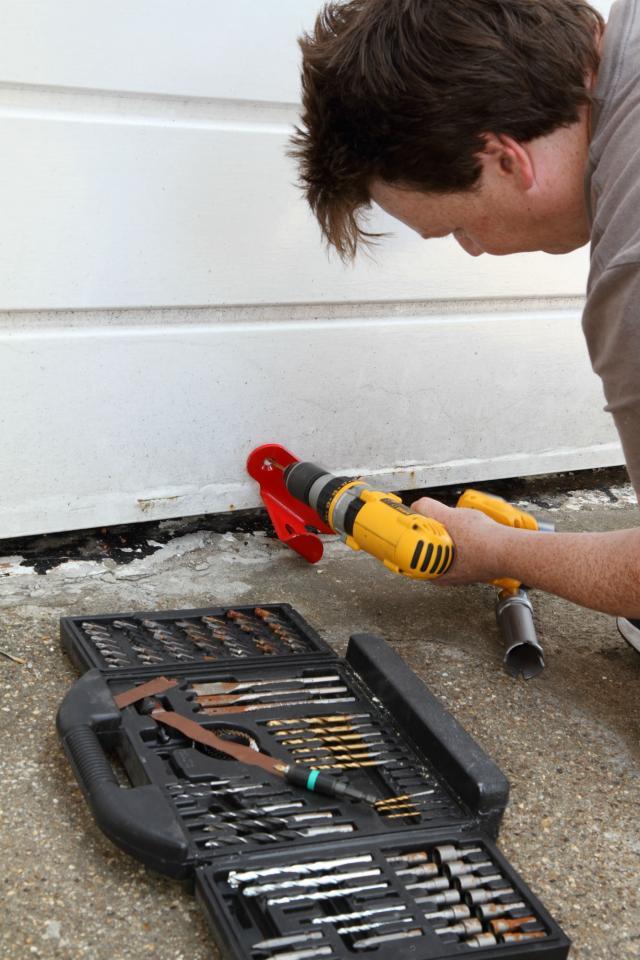 How-to…  fit a garage door lock - 2