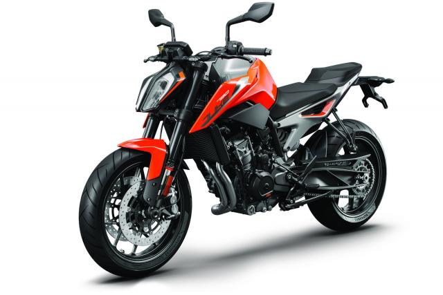 KTM 790 Duke and 790 Adventure R Prototype debut at Eicma