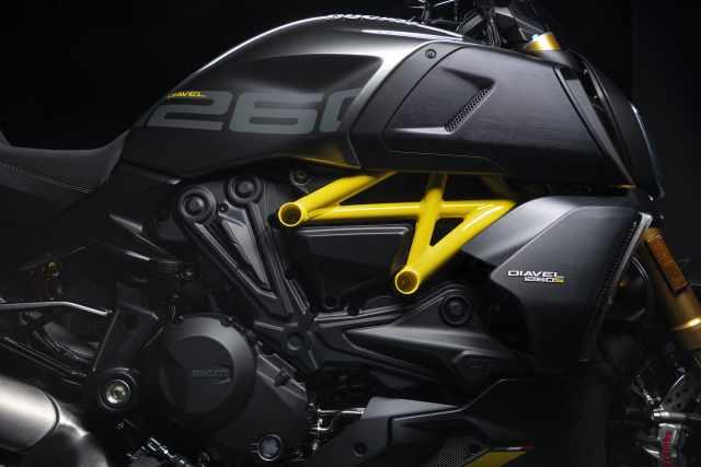 MY22_Ducati_Diavel_1260_S_01 _22__UC293426_High.jpg