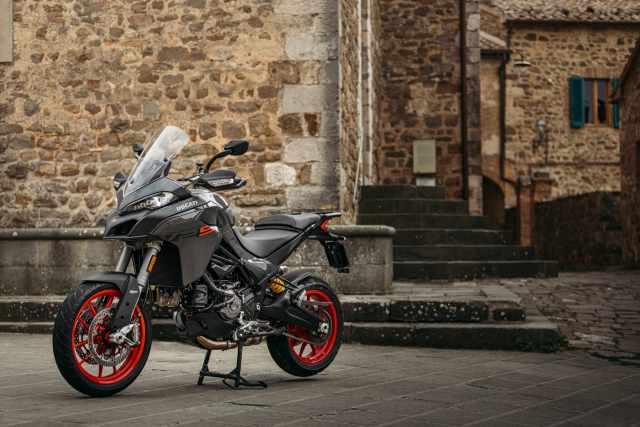 MY22_Ducati_Multistrada_V2S_Grey_DYN _119__UC338670_High.jpg