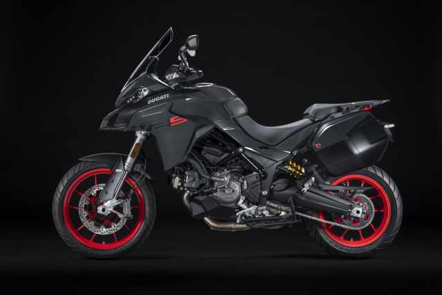MY22_Ducati_Multistrada_V2S_Grey_ST _57__UC338654_High.jpg
