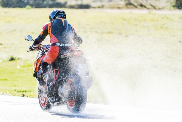 Metzeler Roadtec 01 SE review