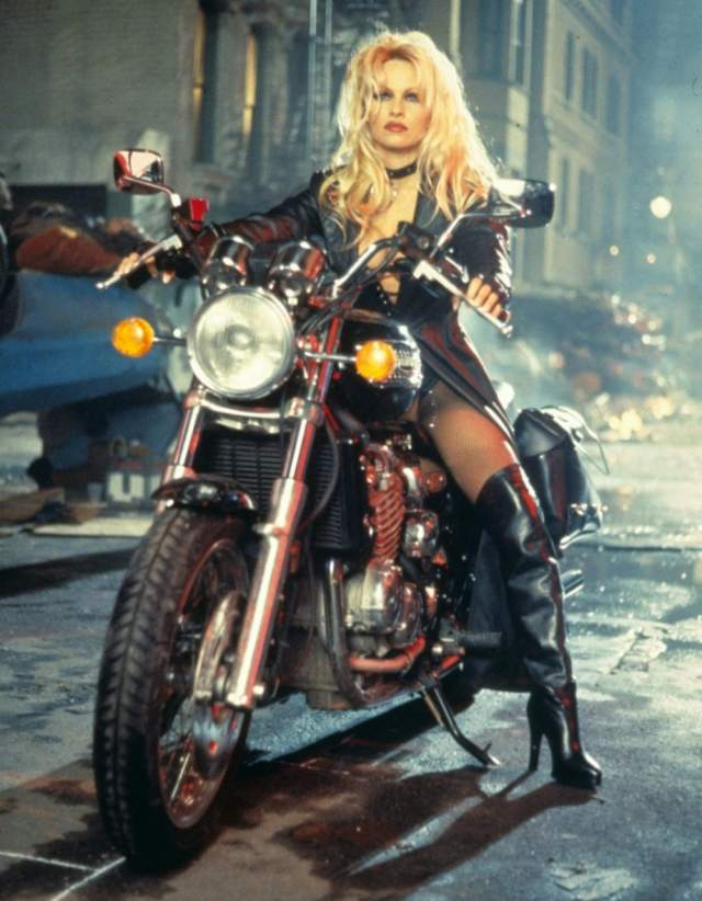 Pamela-Anderson-kicksass-in-Barb-Wire.jpg