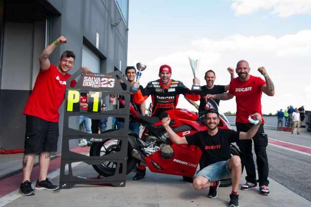 Ducati Panigale V4 S team