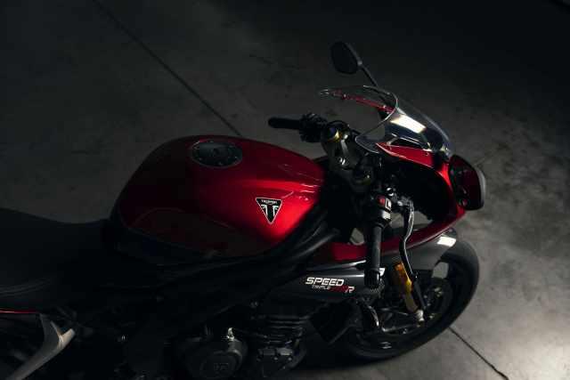 Speed Triple RR 2022 studio image