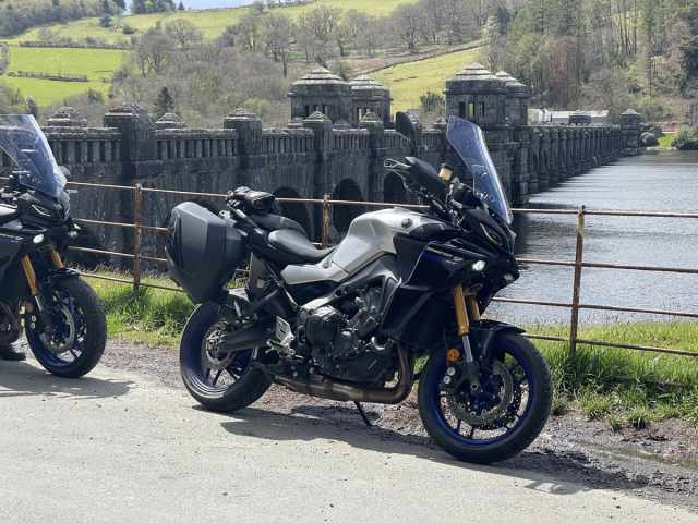 Tracer 9 GT posing at Lake Vyrnwy