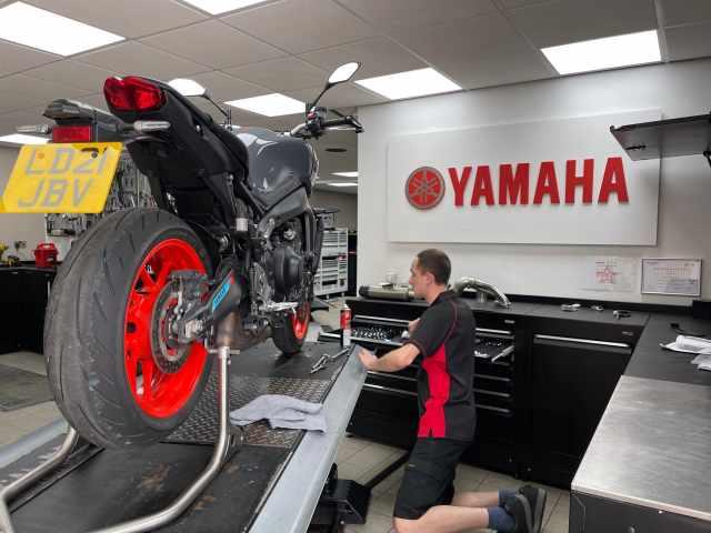 Yamaha MT-09 (2026) Akrapovič full system review