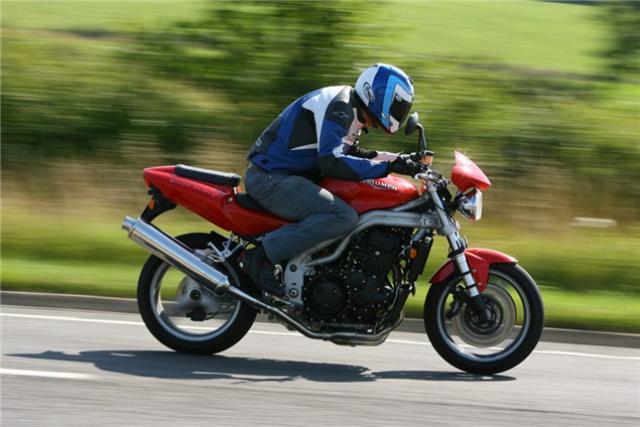 Triumph Speed Triple vs  Aprilia Tuono vs  Kawasaki Z1000