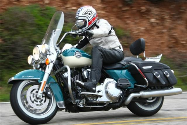 Fantastic First Ride 2009 Harley Davidson Road King Classic Visordown Alphanode Cool Chair Designs And Ideas Alphanodeonline