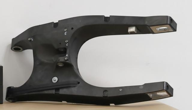 Carbon swingarm - 200bhp version