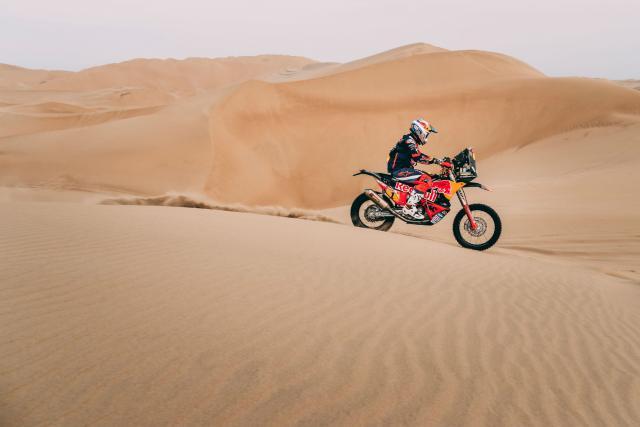 Sam Sunderland leads the Dakar on day 3
