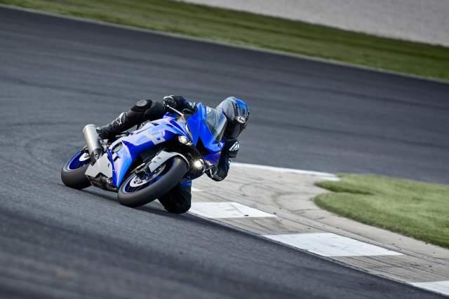 Yamaha R6 taking a corner
