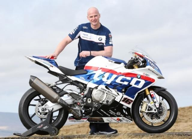Farquhar replaces Martin at Tyco BMW for TT 2016