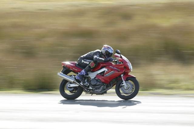 Top 10 1000cc+ bikes for under £1000