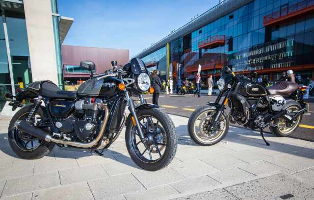 Triumph Street Cup vs Ducati Scrambler Cafe Racer video review