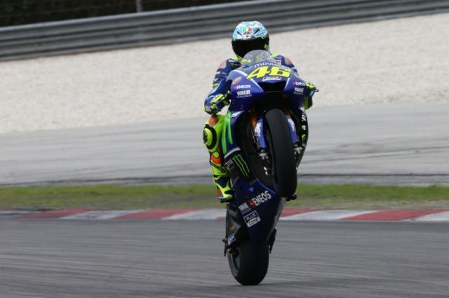 Valentino Rossi breaks leg during enduro training