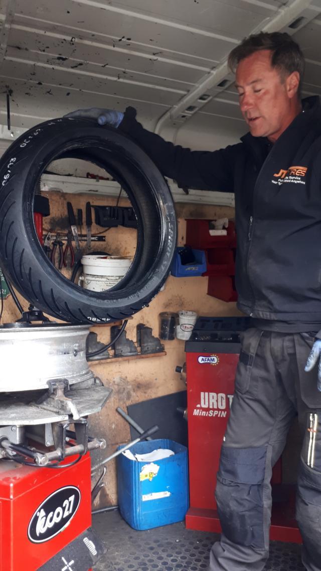 Blackbird Avon tyre fitting