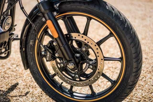 Meteor 350 wheels brakes