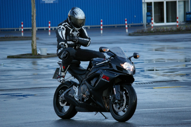 10 things no motorcyclist should ever do