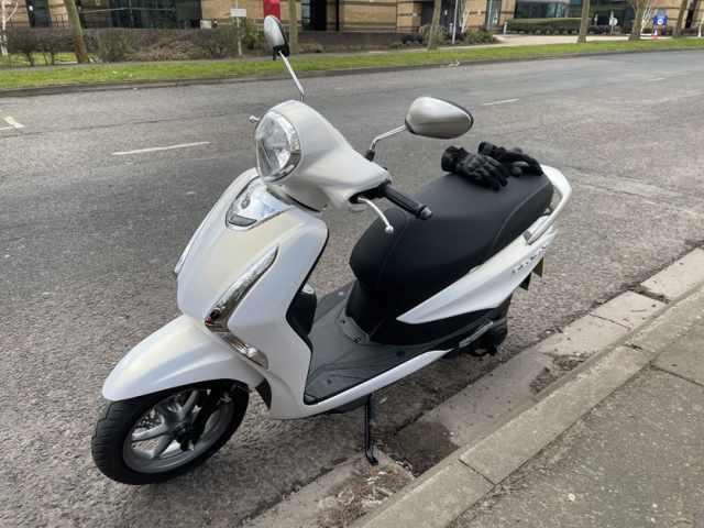 Yamaha D'elight 125 2021 parked up