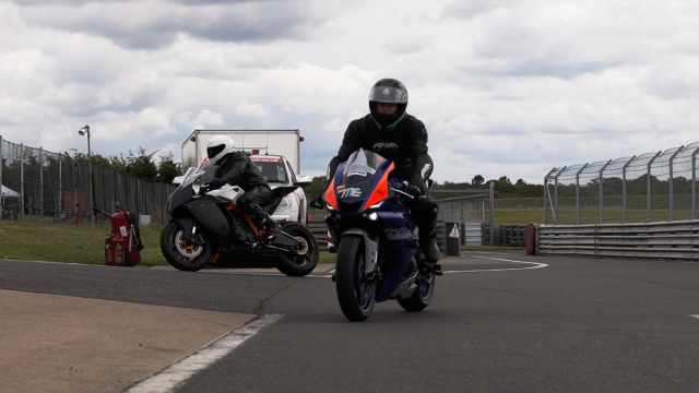 yamaha r6 in pit