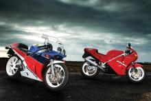 manual Class of '89: Honda RC30 V Ducati 851