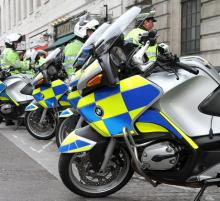 london Moped gang pose as undercover officers in worrying new crime tactic