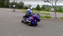 insane Goldwing rider gets pegs down