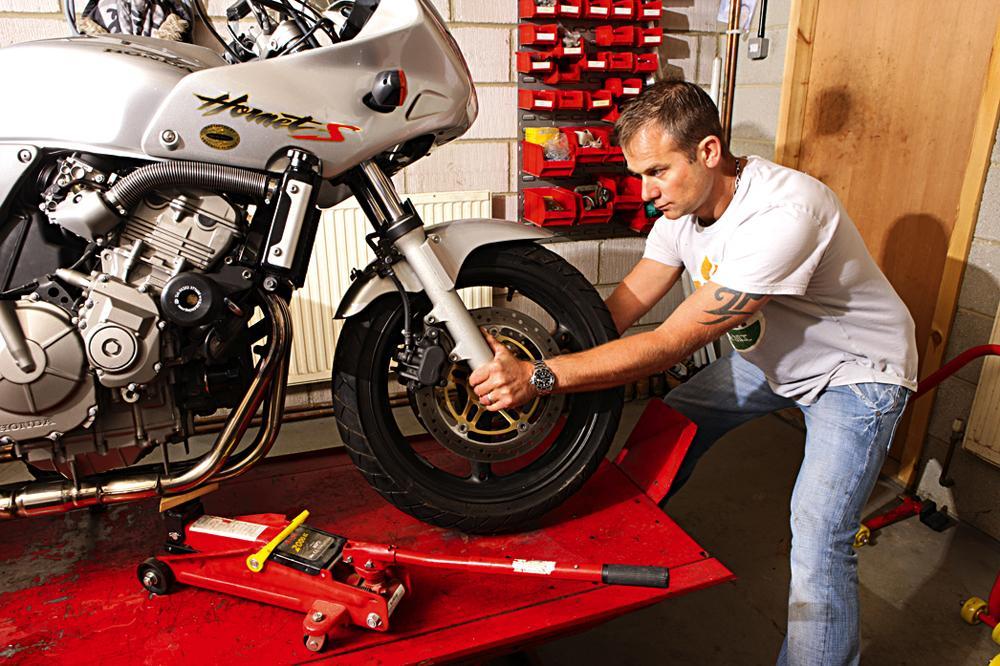 How to replace wheel bearings   Visordown