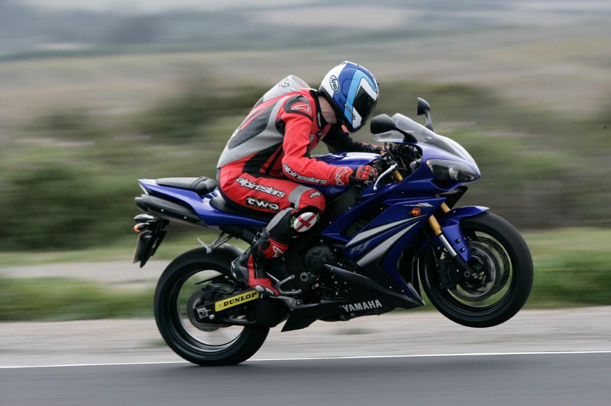 2007 Yamaha YZF-R1 Review | Visordown