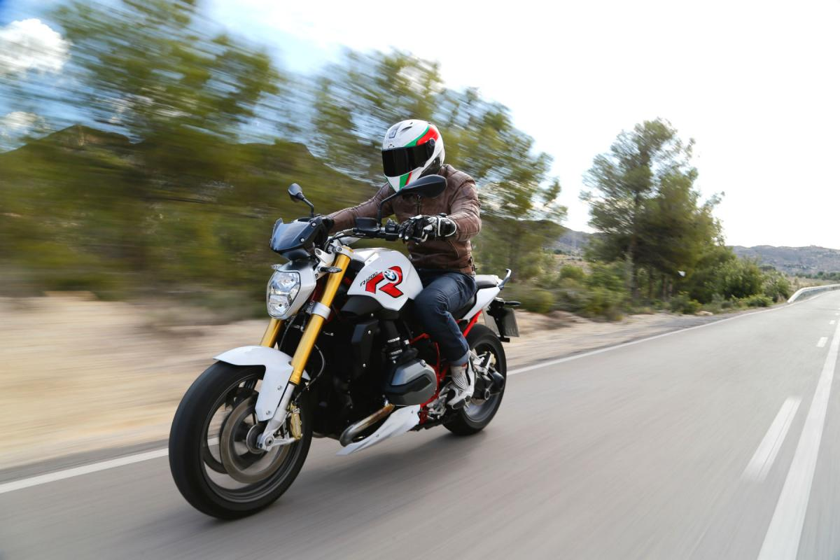 First Ride 2015 Bmw R1200r Review Visordown The Top Line Of Bikes Register As A Member Here And Tick Box For Bugsplat In Your Newsletter Settings Motorcycle