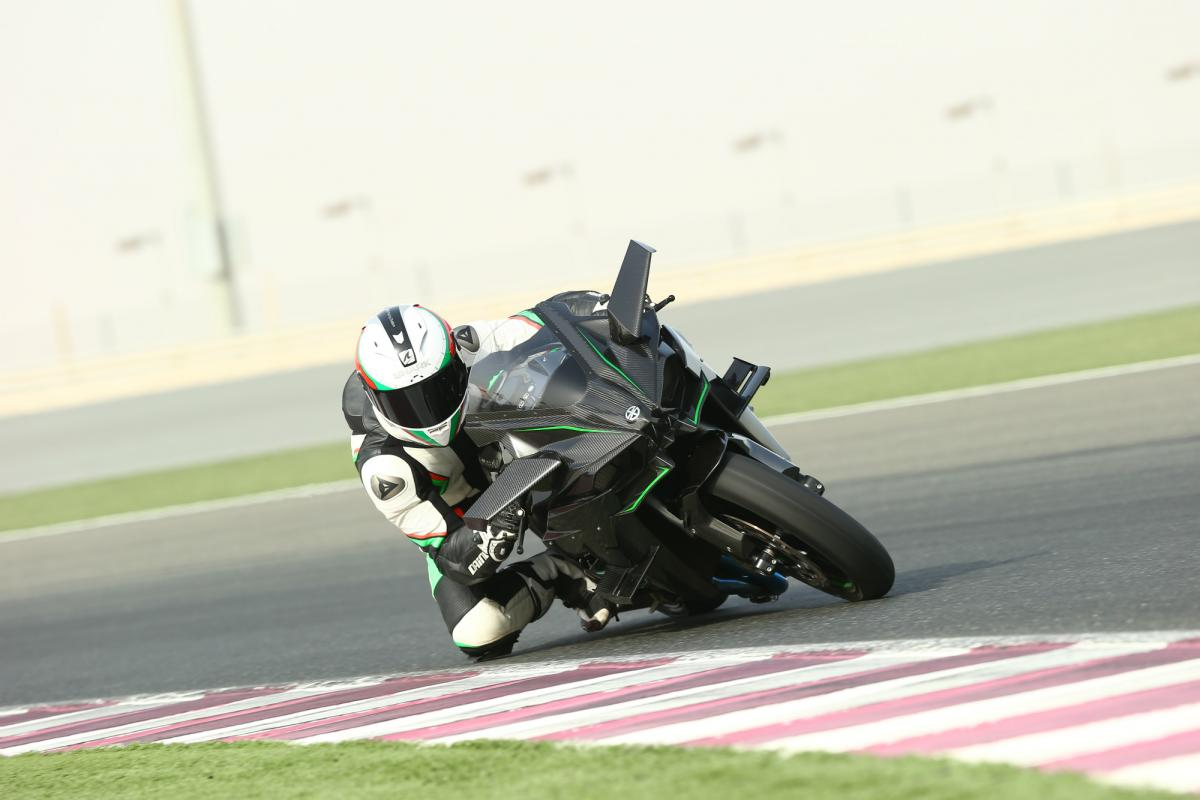 First Ride Kawasaki Ninja H2 And H2r Review Visordown