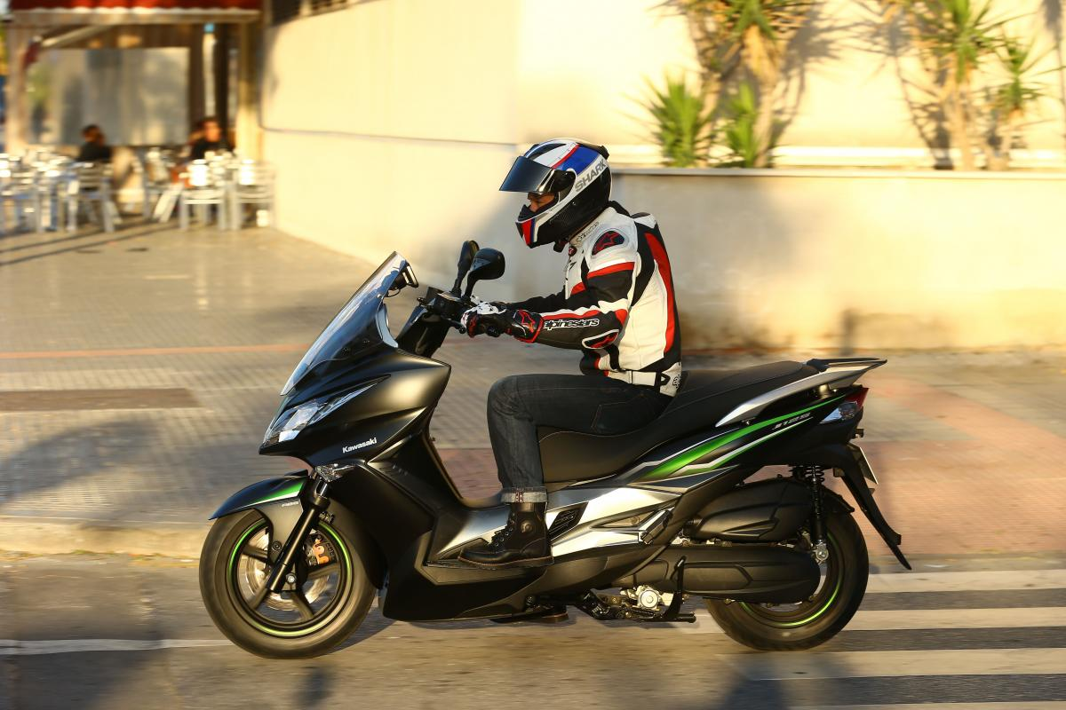 First Ride Kawasaki J125 Review Page 2 Visordown