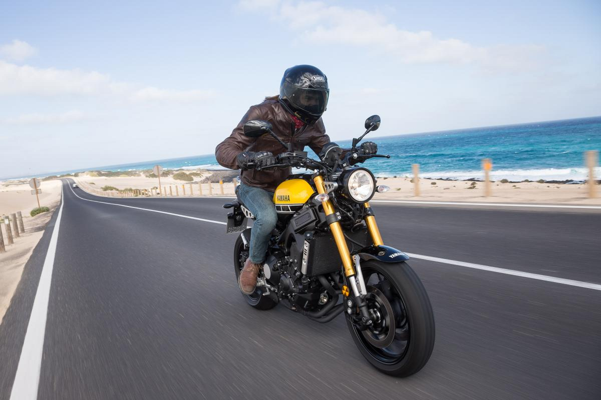 first ride yamaha xsr900 review visordown. Black Bedroom Furniture Sets. Home Design Ideas