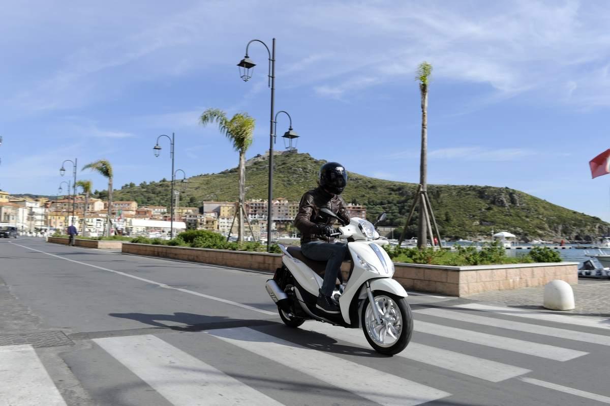 First Ride Piaggio Medley 125 Review Visordown