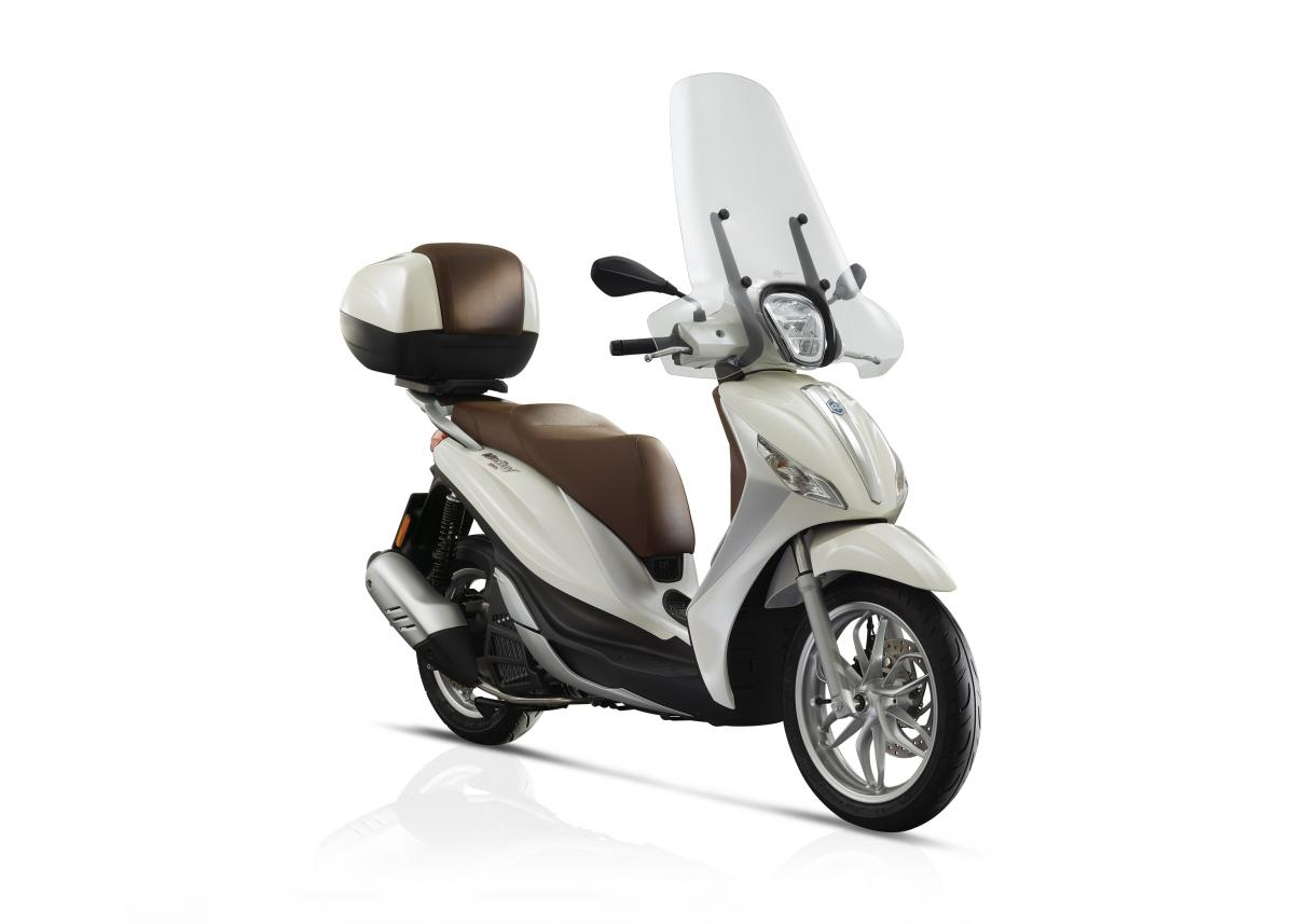first ride piaggio medley 125 review visordown. Black Bedroom Furniture Sets. Home Design Ideas