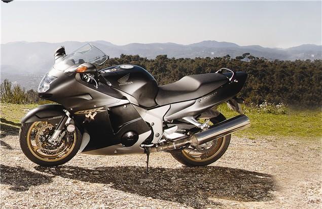 Nialls Spin Honda Cbr1100xx Super Blackbird Visordown