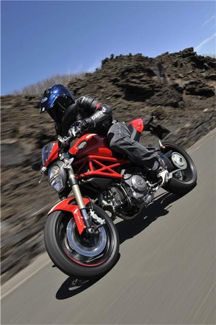 First Ride Ducati Monster 1100 Evo Review Visordown