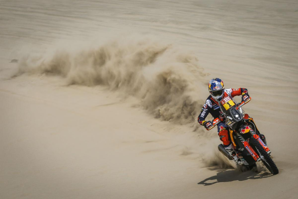 Sunderland suffers 'squashed discs' in Dakar-ending crash