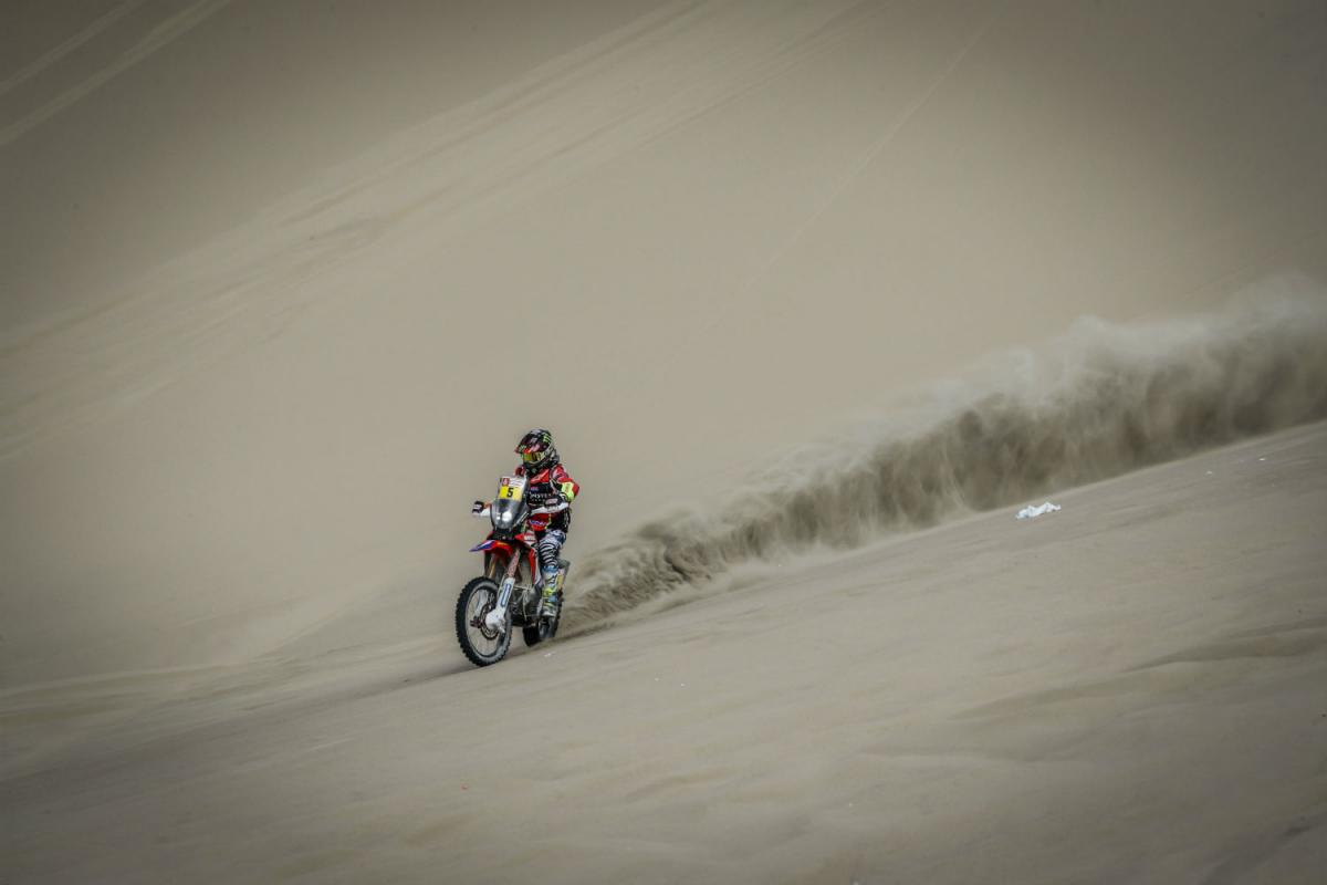 Honda's Joan Barreda breezes to first place finish in Dakar Stage 5