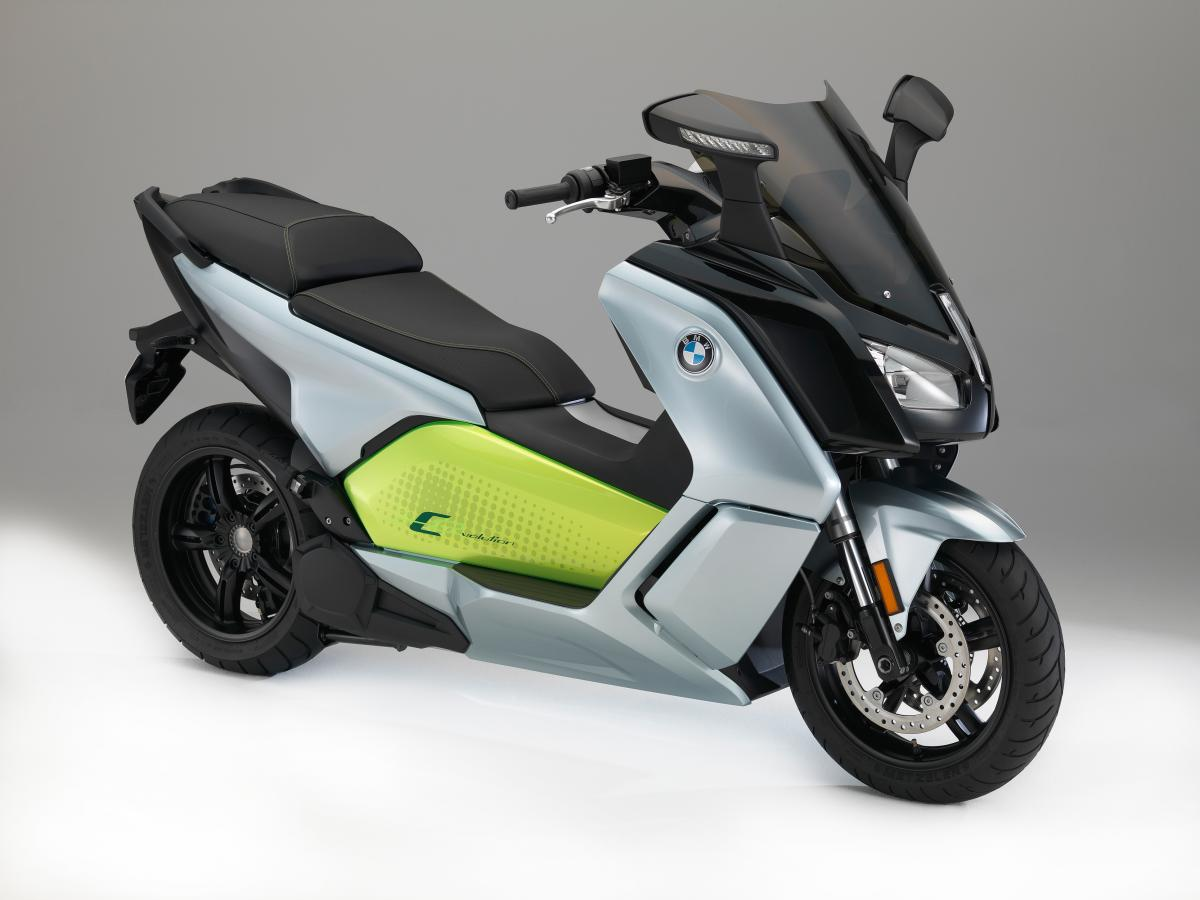 BMW's electric scoot gets 100-mile range
