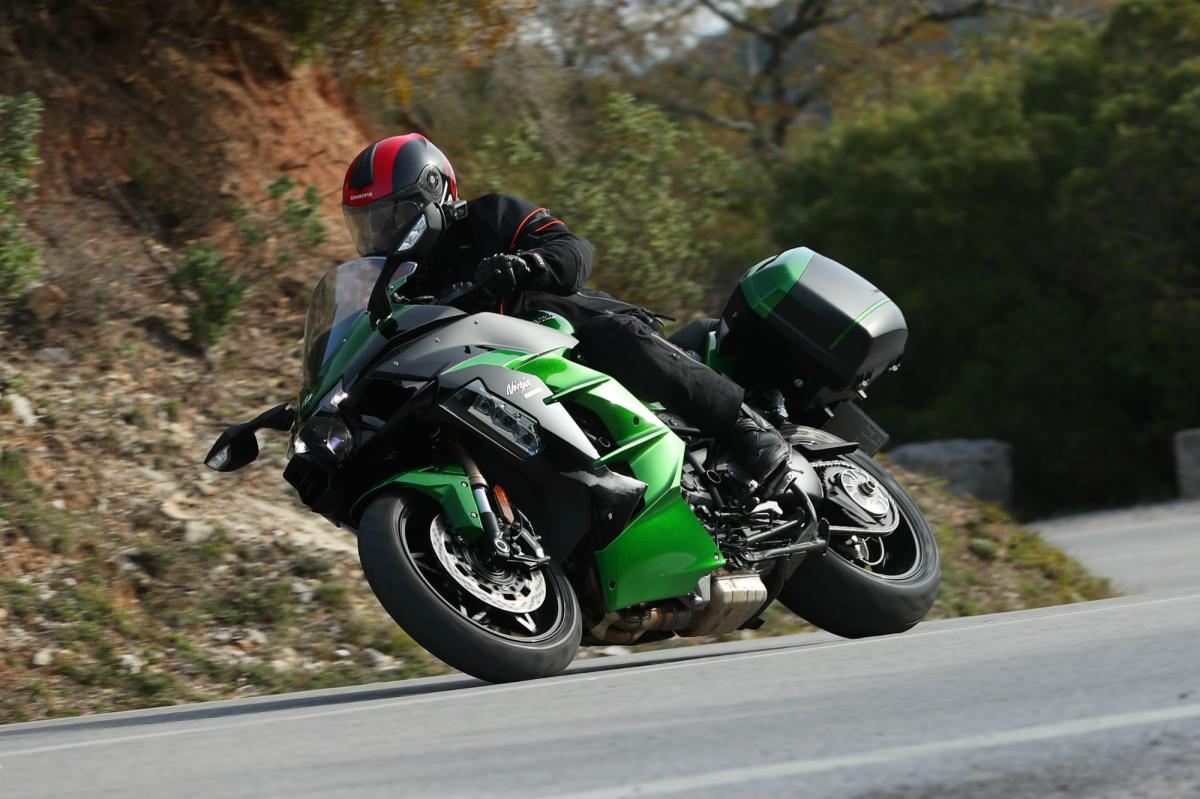 First Ride Kawasaki Ninja H2 Sx Se Review Visordown
