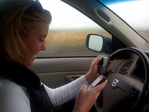 Australia using traffic cameras to catch texting motorists