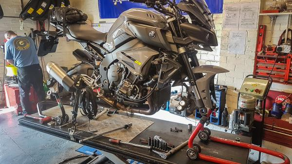 Yamaha MT-10 Metzeler tyres test