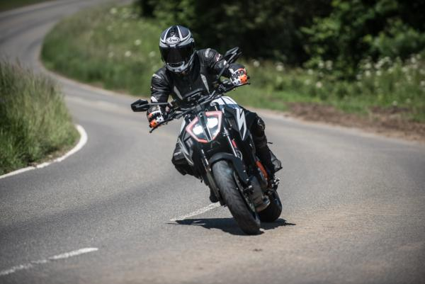 KTM 1290 Super Duke R (2019) Review