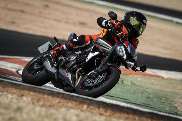 Triumph Street Triple RS (2020) Visordown review