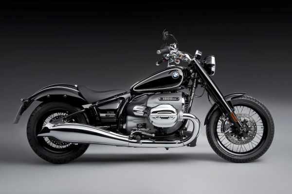2021-BMW-R-18-First-Look-retro-cruiser-motorcycle-6.jpg