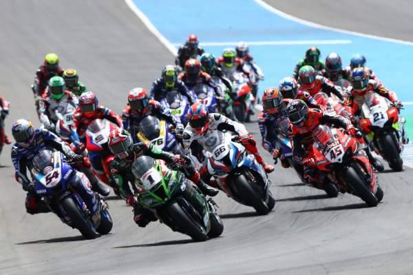 Start of the WorldSBK Jerez race
