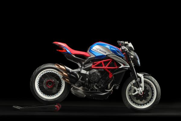 MV Agusta reveals Dragster 800 RR America