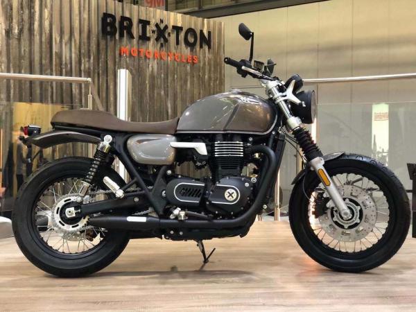Brixton 1200 Triumph Rival 02